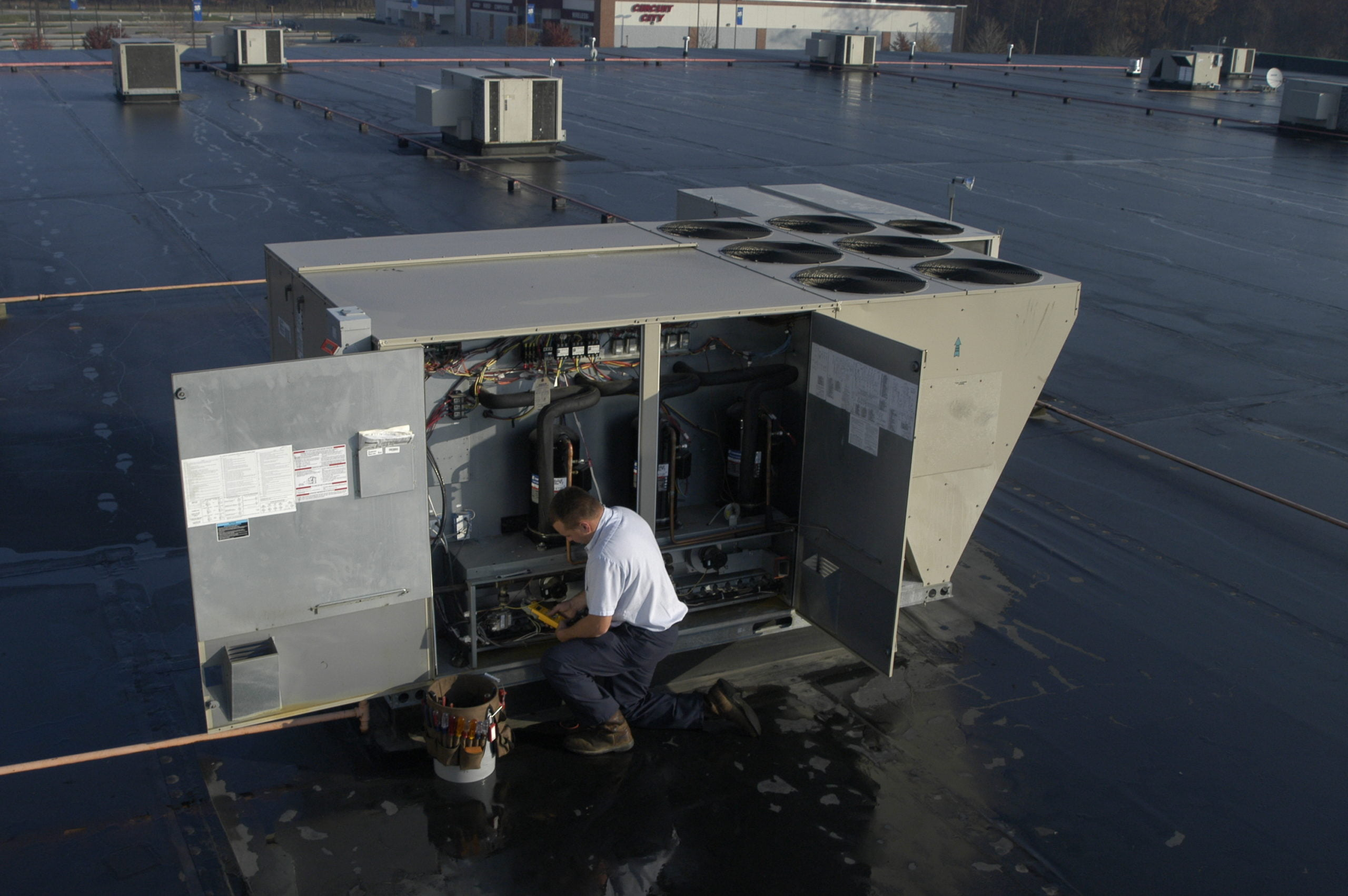 9 Tips for Replacing Commercial Rooftop Units